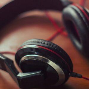 headphones-407190_1920